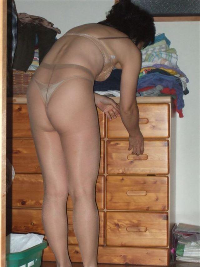 フルバック下着のパンスト不倫熟女ラブホエロ画像14枚目