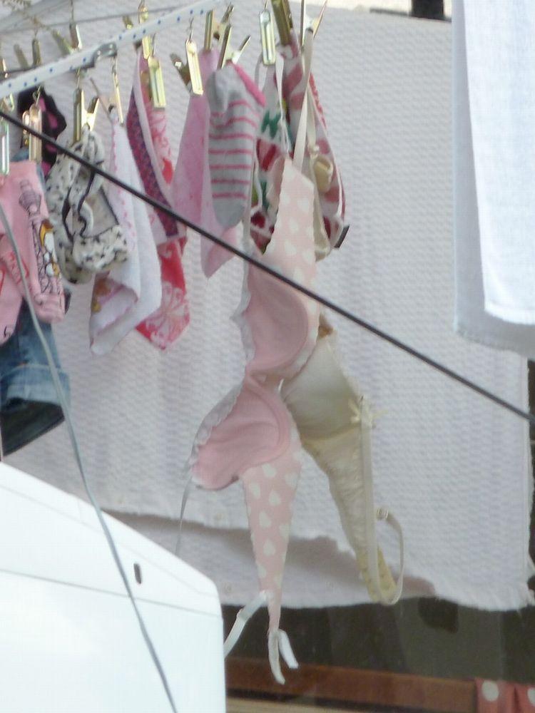巨乳女子大生姉のベランダのサテン下着盗撮エロ画像5枚目