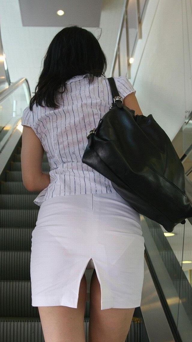 女子大生やギャルの階段下パンチラ下着盗撮エロ画像6枚目