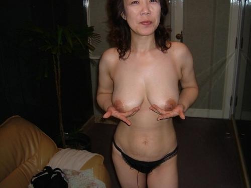 ドMな爆乳熟女をラブホで調教ハメ撮りエロ画像3枚目