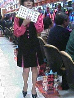 セクシーランジェリー姿のパチンコ屋店員盗撮エロ画像9枚目