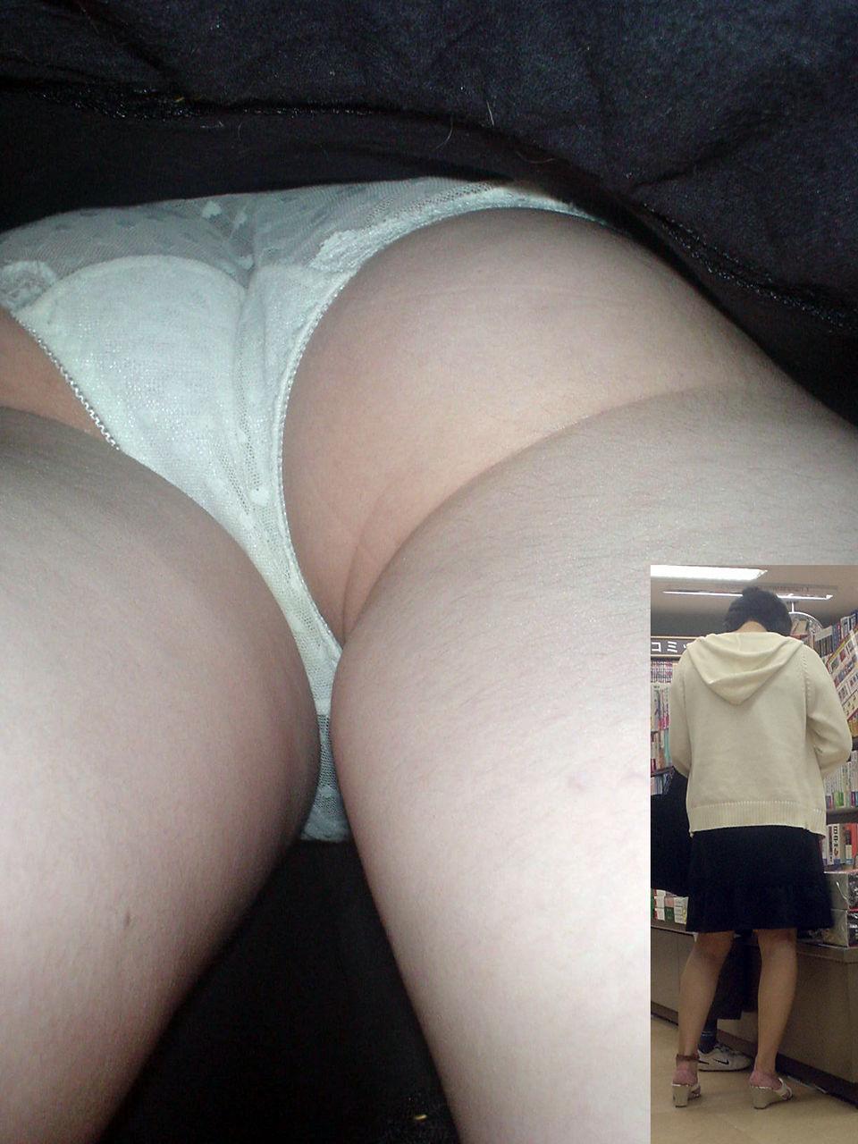 キャバ嬢や女子大生のサテン下着盗撮エロ画像13枚目