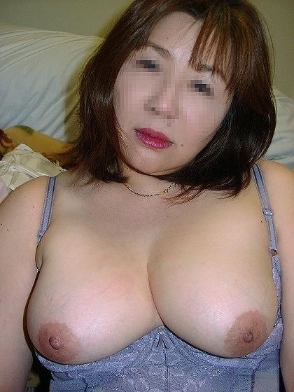 母乳が出そうな爆乳熟女の剛毛マン毛エロ画像流出3枚目