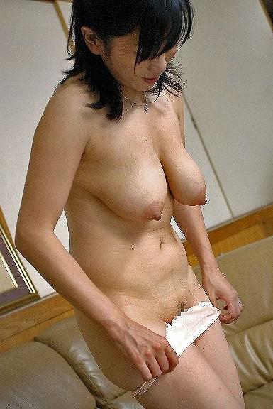 母乳が出そうな爆乳熟女の剛毛マン毛エロ画像流出10枚目