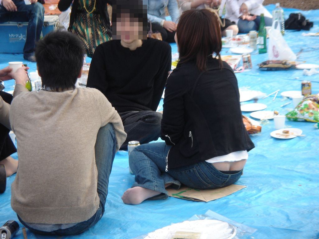 女子大生のローライズレースTバック盗撮エロ画像8枚目
