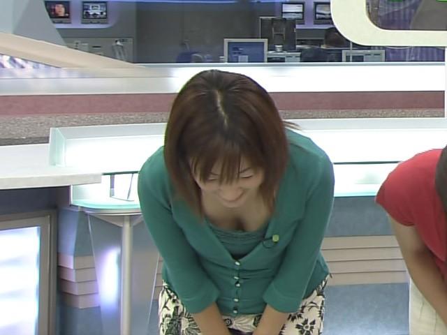 芸能人や女子アナの乳首ポロリハプニング盗撮エロ画像12枚目