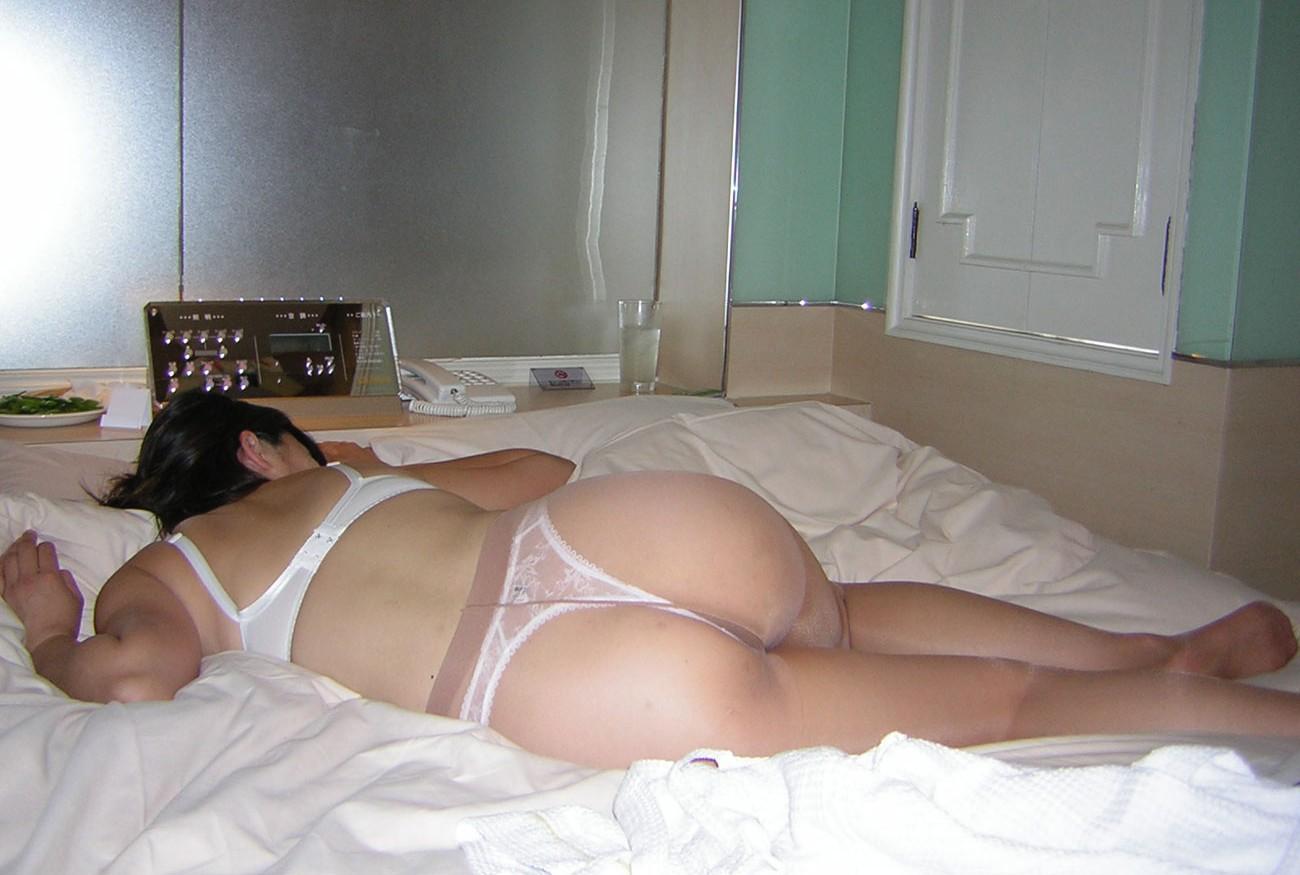 淫乱下着に透けパンストの不倫熟女のラブホエロ画像8枚目