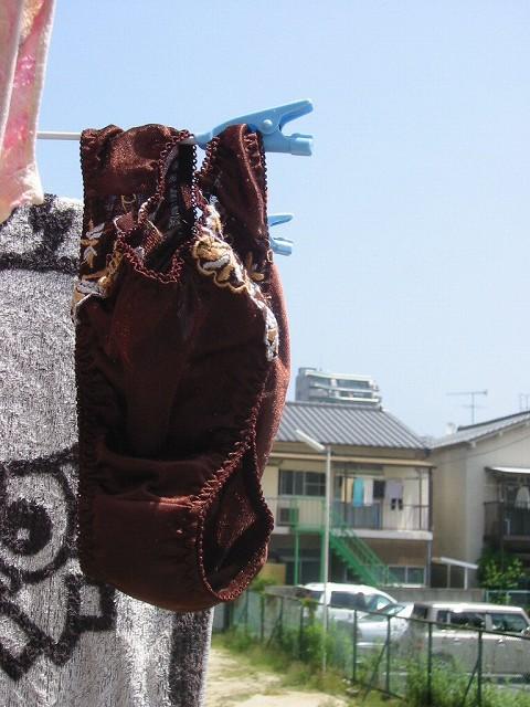 隣人に盗撮された田舎キャバ嬢ベランダの下着盗撮エロ画像14枚目