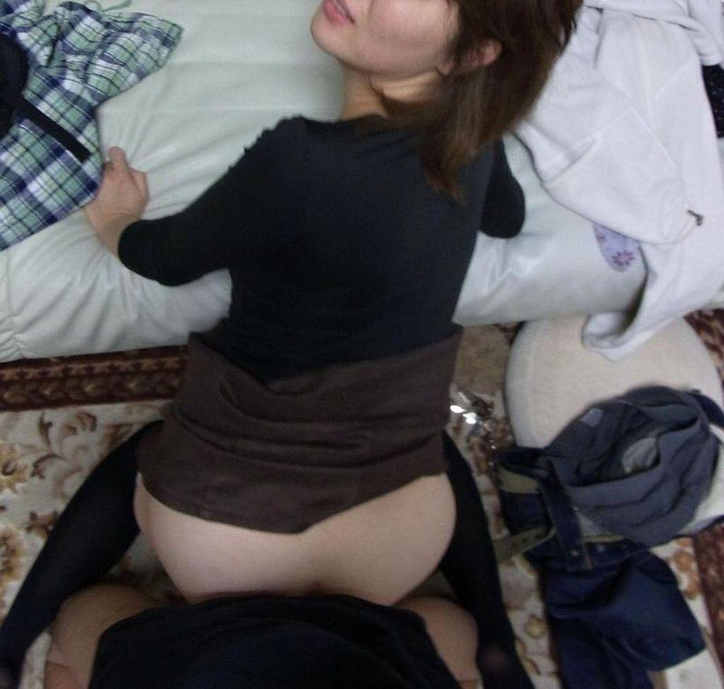 不倫相手に調教される熟女人妻ラブホエロ画像投稿4枚目
