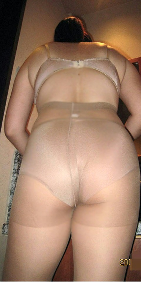 巨尻で巨漢な熟女パンストラブホ不倫エロ画像2枚目