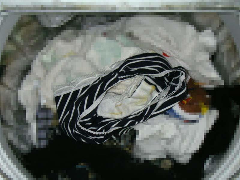 美人姉のマン汁クロッチ洗濯機の中の下着盗撮エロ画像5枚目