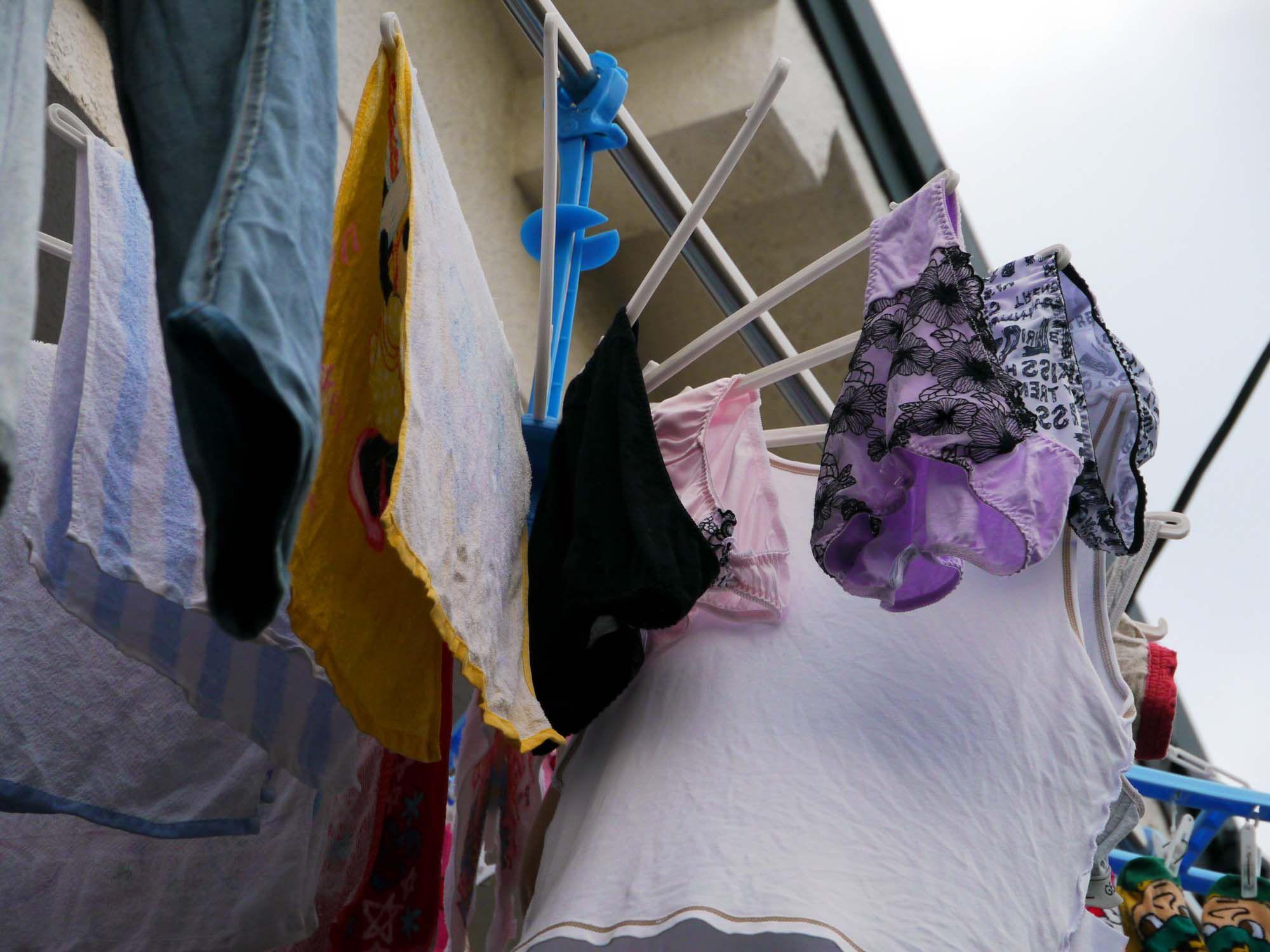 女子大生の女子寮ベランダの室内下着盗撮エロ画像12枚目