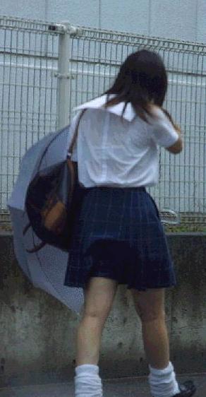 突然の雨で制服ブラウスブラジャー透けjk盗撮画像16枚目
