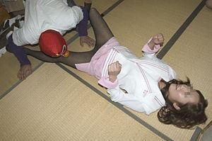 ピンクコンパニオンの下着とまん毛盗撮エロ画像2枚目