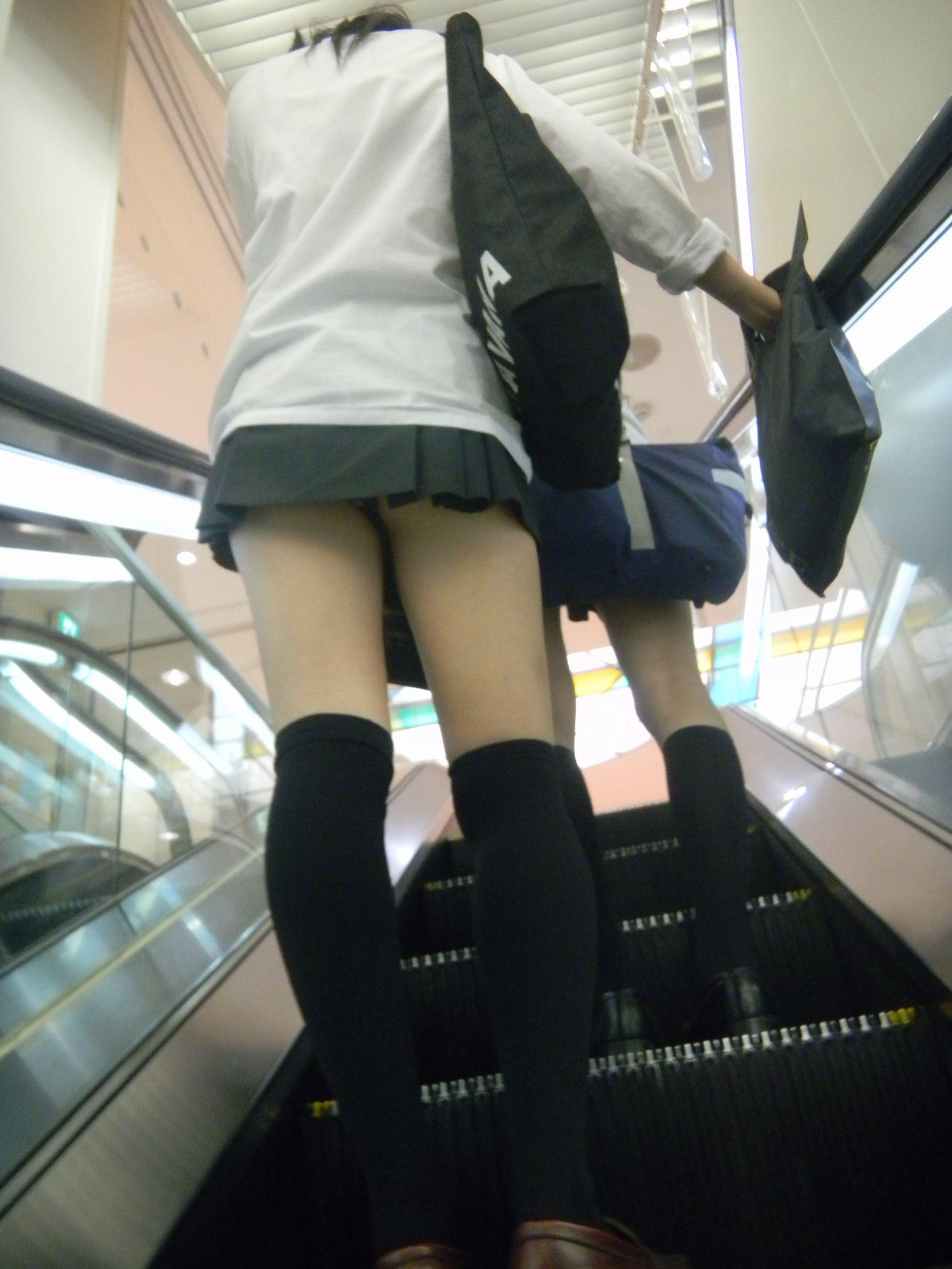 jk階段下フルバックパンティパンチラ盗撮エロ画像7枚目