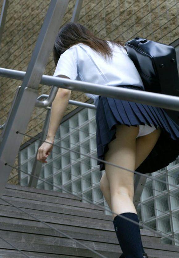 jk階段下フルバックパンティパンチラ盗撮エロ画像11枚目