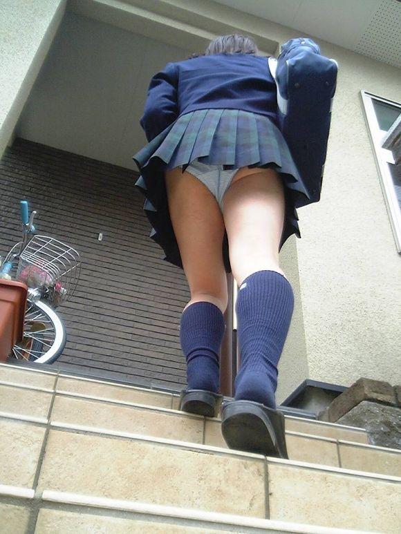 jk階段下フルバックパンティパンチラ盗撮エロ画像12枚目