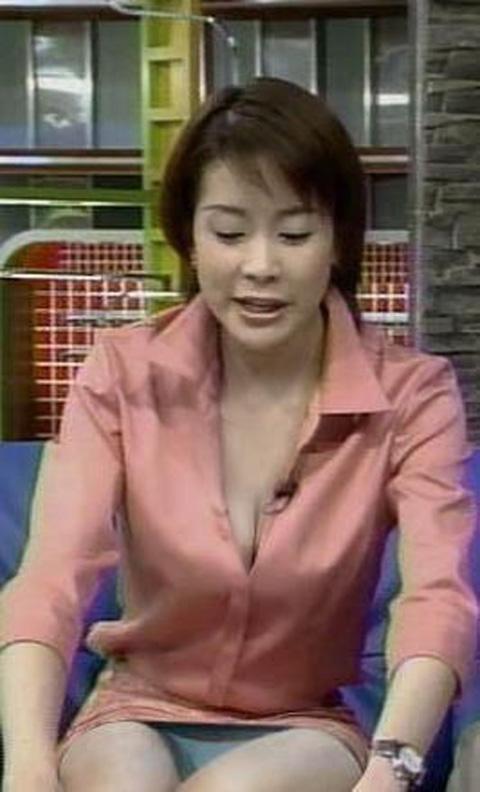 貧乳芹那の豆乳首ポロリ芸能人お宝ハプニングエロ画像4枚目