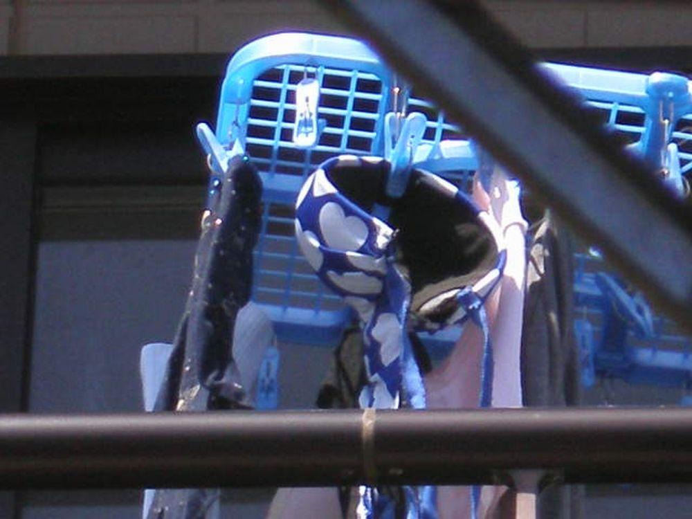 下着泥棒よけされたベランダの下着盗撮エロ画像16枚目