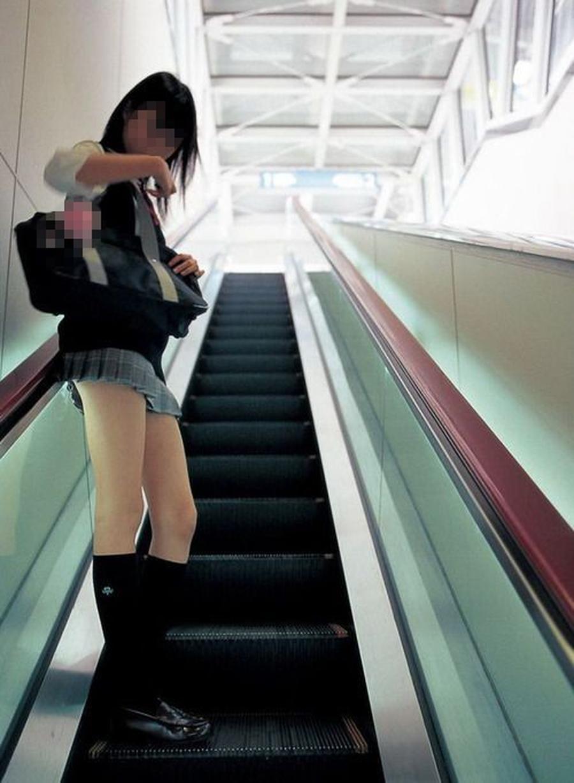 太ももと下尻がエロイ階段下jkパンチラ下着盗撮画像16枚目