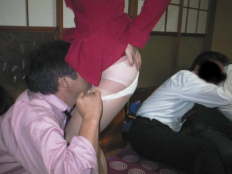 ピンクコンパニオンラウンジでわかめ酒エロ画像6枚目