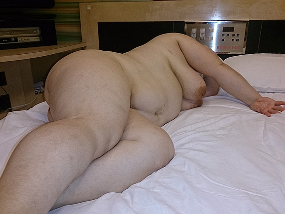デブ熟女の巨漢肉割れ段腹ハメ撮り不倫エロ画像10枚目