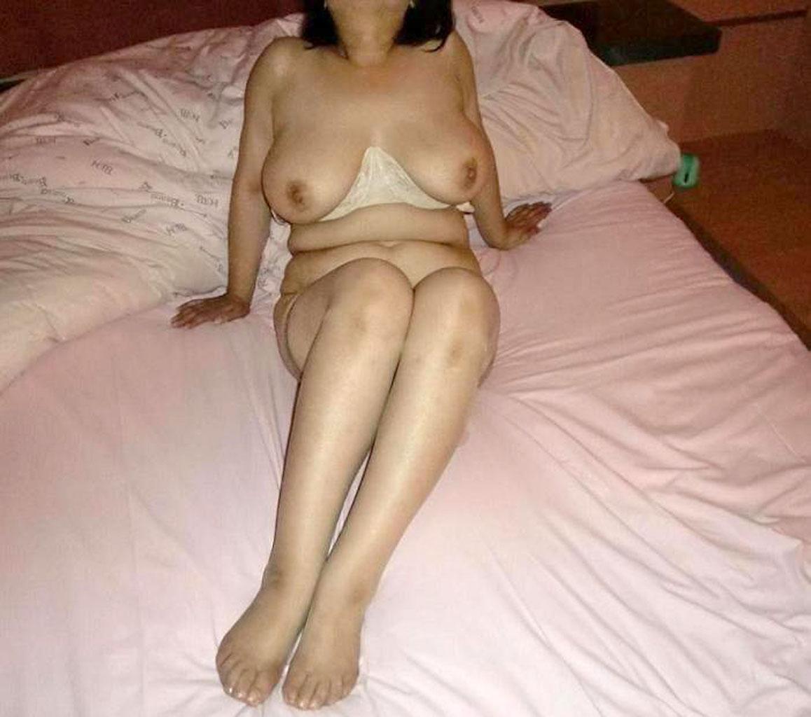 早くセックスがしたいデブ熟女の顔出し不倫エロ画像3枚目