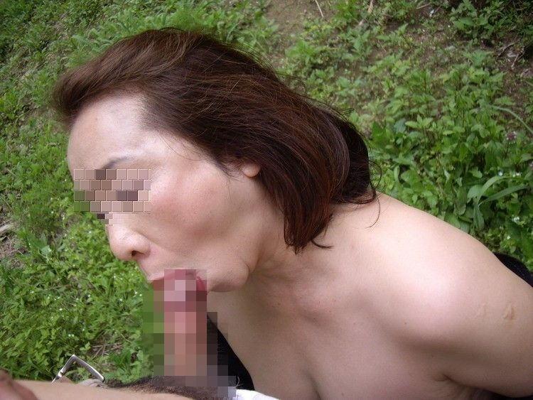 バキュームフェラを顔出しハメ撮りする熟女エロ画像16枚目