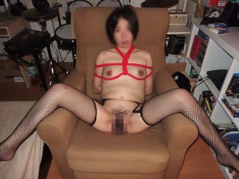 調教で性奴隷化された不倫熟女人妻のエロ画像流出4枚目