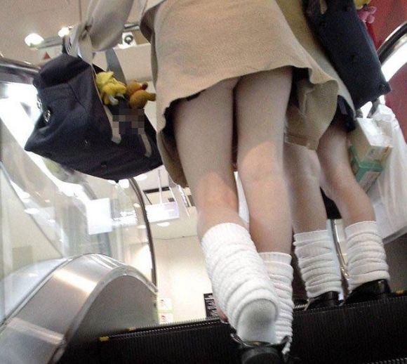 白肌ムチムチ巨尻の階段下jk純白パンチラ下着盗撮エロ画像9枚目