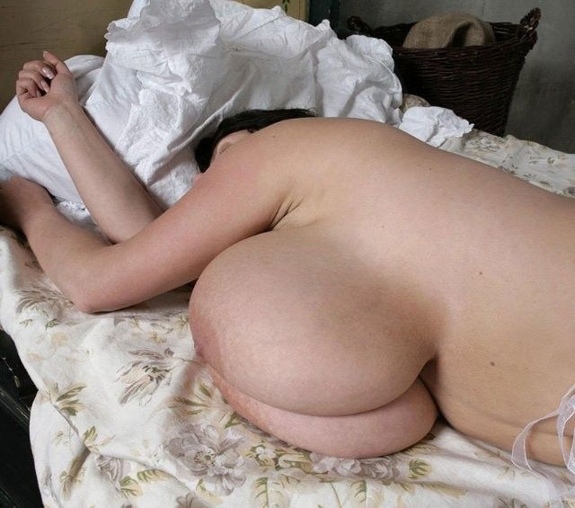 浮気や不倫を繰り返すラブホ若妻熟女のエロ画像2枚目