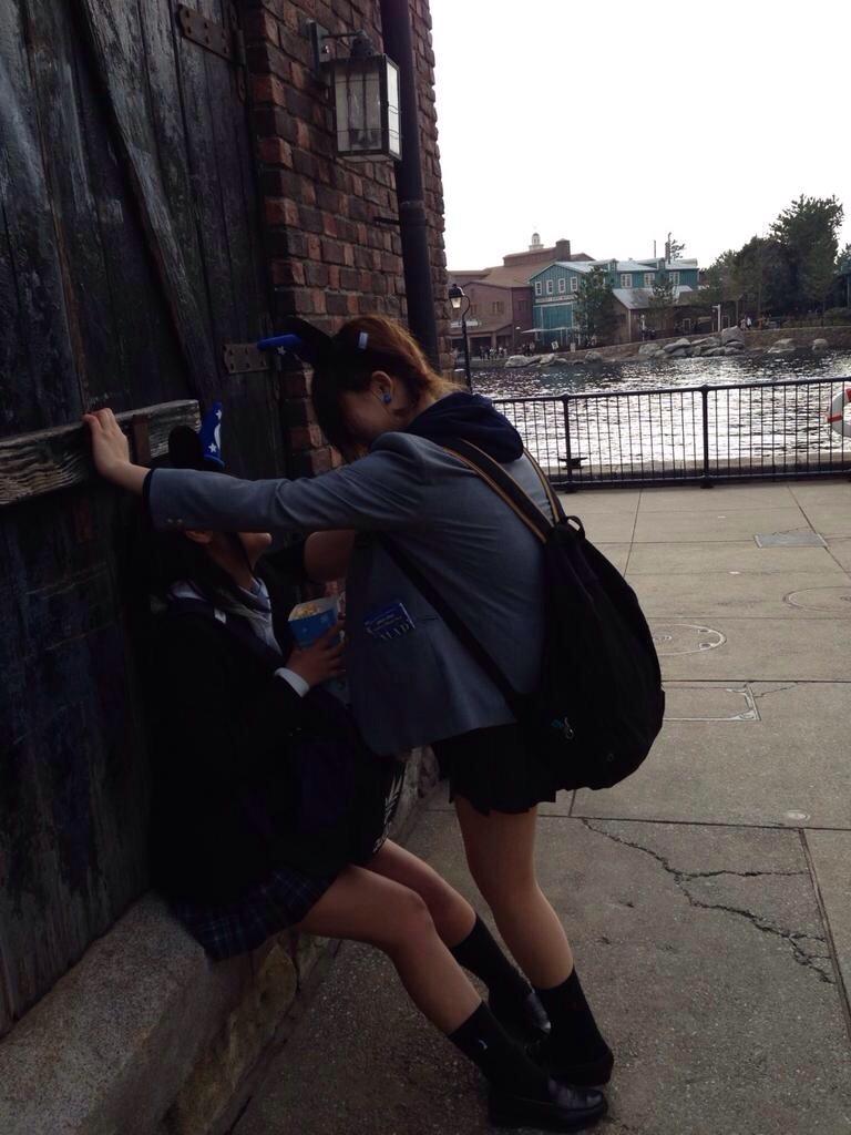 街撮りjkのムチムチ太もも美脚盗撮エロ画像11枚目