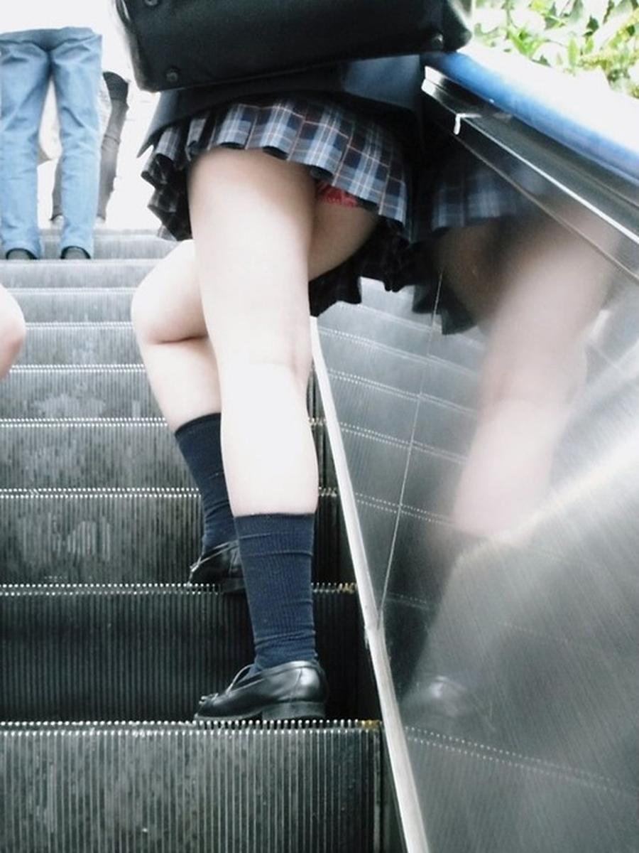 階段jk純白フルバックパンティ逆さ靴カメ盗撮エロ画像13枚目