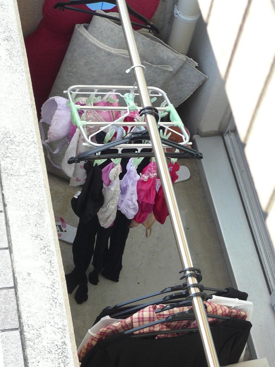 jk妹の制服ブラウスとブラジャーベランダの下着盗撮エロ画像6枚目
