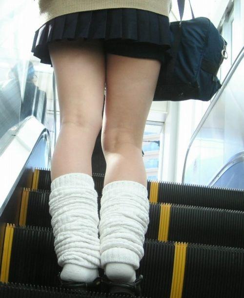 靴カメで逆さ撮り盗撮された階段下jkパンチラエロ画像15枚目