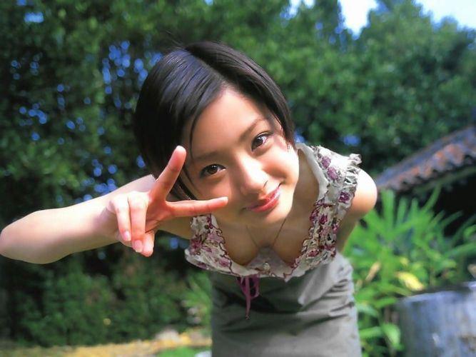 芸能人元、モー娘。辻希美の乳首ポロリ盗撮エロ画像12枚目