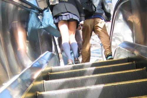 階段下靴カメ逆さパンチラ下着jk盗撮エロ画像7枚目