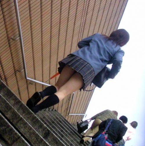 階段下靴カメ逆さパンチラ下着jk盗撮エロ画像13枚目