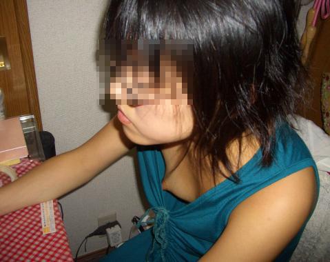 未熟な乳房と未熟な乳首のjk胸チラ盗撮エロ画像13枚目
