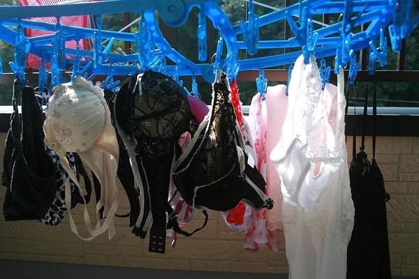 色気のない処女jk妹のベランダの下着盗撮エロ画像15枚目