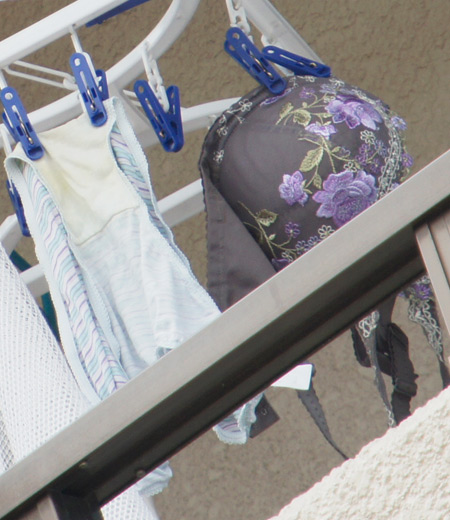 女子大生の女子寮ベランダの下着盗撮の様子エロ画像14枚目