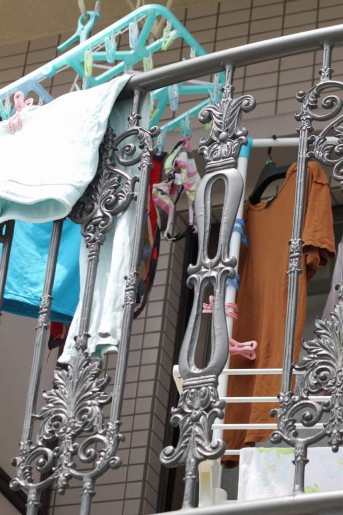 女子大生の寮のベランダに干された下着盗撮エロ画像7枚目