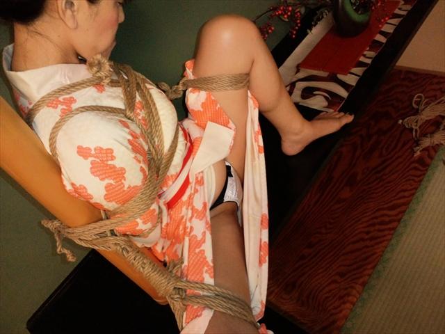 不倫相手に緊縛拘束調教される巨乳熟女のエロ画像14枚目