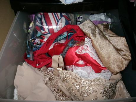 処女喪失したjk妹のタンスの中の下着盗撮エロ画像6枚目