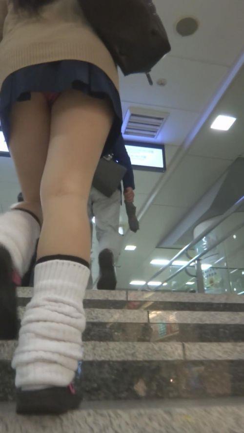 まん肉寸前!靴カメ階段下jk下着盗撮流出エロ画像15枚目