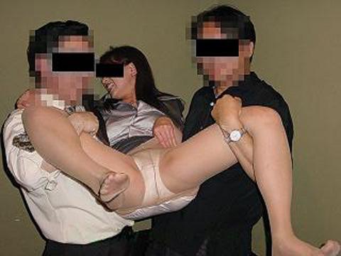 まん芸を温泉宴会で披露するピンクコンパニオン流出エロ画像7枚目