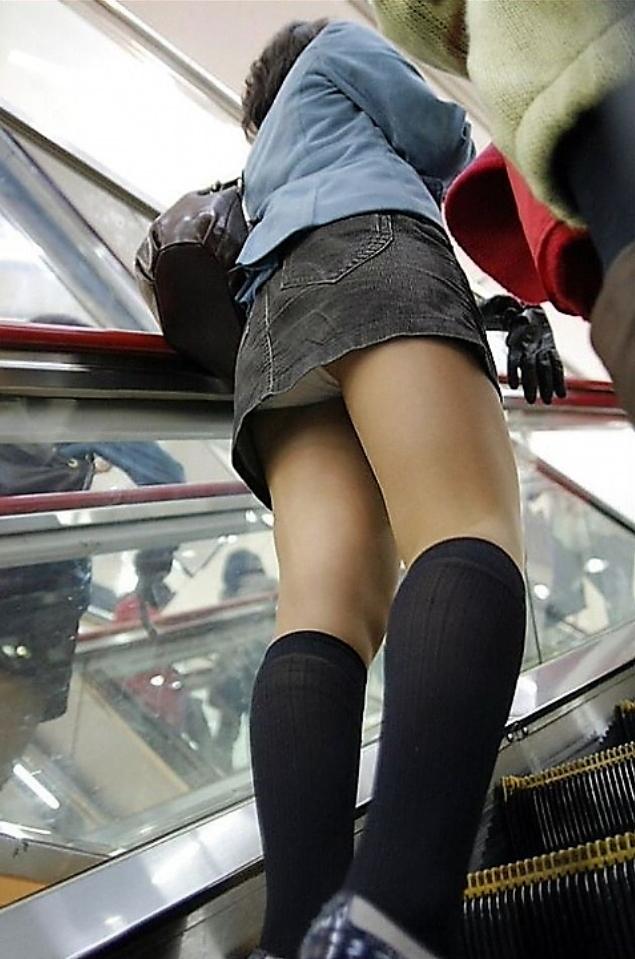 女子大生デビューしたミニスカ逆さ下着盗撮エロ画像13枚目