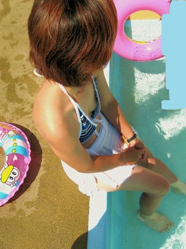 エロイ美巨乳おっぱいの水着女子大生盗撮エロ画像7枚目
