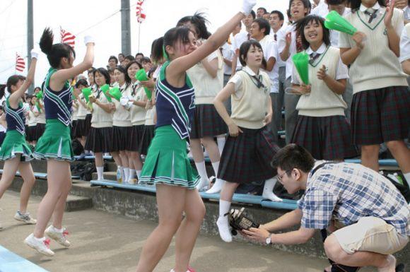 甲子園jkチアガール下着を逆さ盗撮するオマイラ画像1枚目