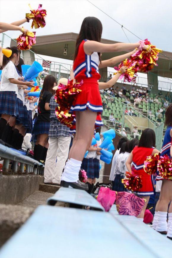 甲子園jkチアガール下着を逆さ盗撮するオマイラ画像4枚目